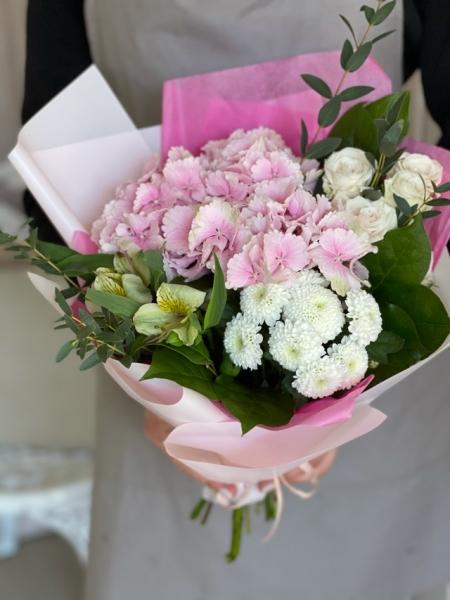 Букет розовой гортензией