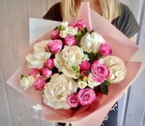 Букет из пионов и пионовидной Розы