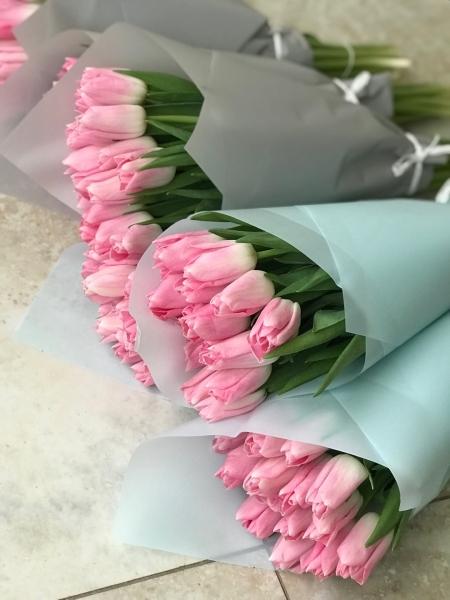 Букет из 15 Тюльпанов в упаковке