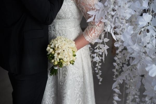 Свадебный букнт из 51 фриезий