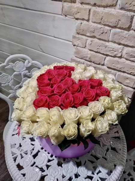 Сердце из 81 розы