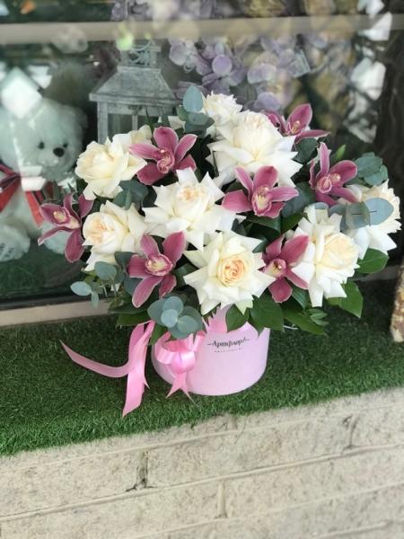 Французкие розы охара с орхидеями