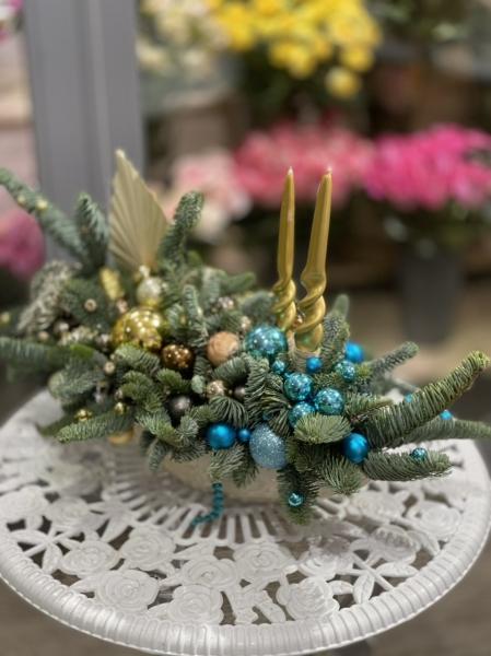 Новогодняя композиция со свечами «нарядная»
