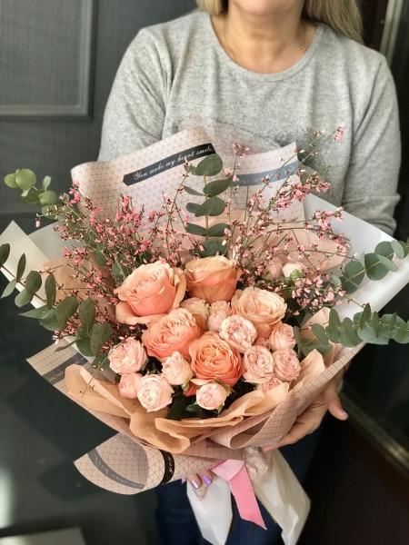 Букет из розы и генисты