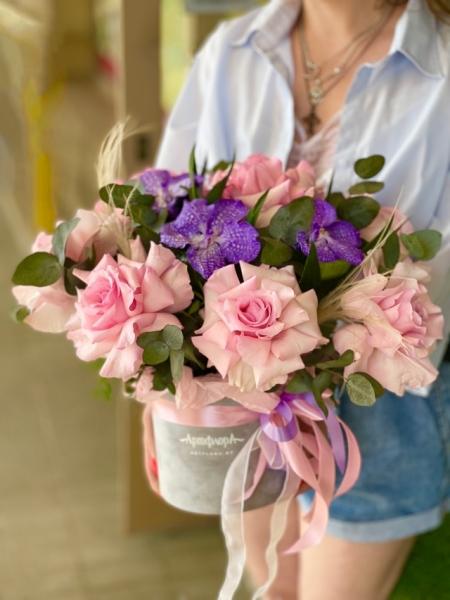 Бархатная коробка с французскими розами и Вандой