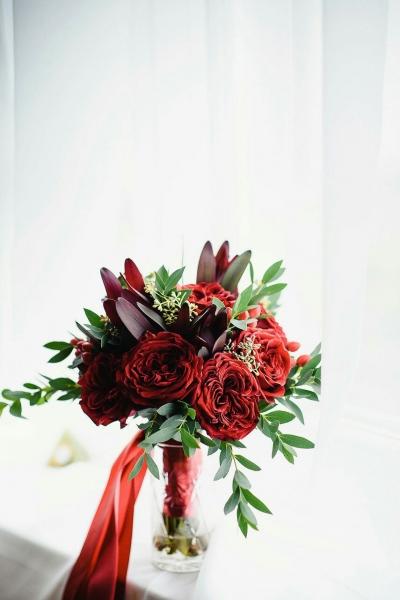 Свадебный букет и бутоньерка «яркий день»