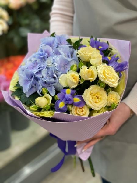 Букет-комплимент с гортензий и розами