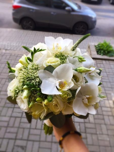 Свадебный букет с орхидеями фалиенопсис
