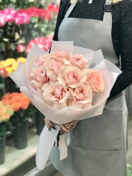 Французские розы розовые