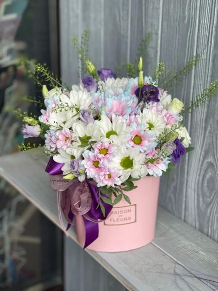 Коробка с хризантемами и тласпией