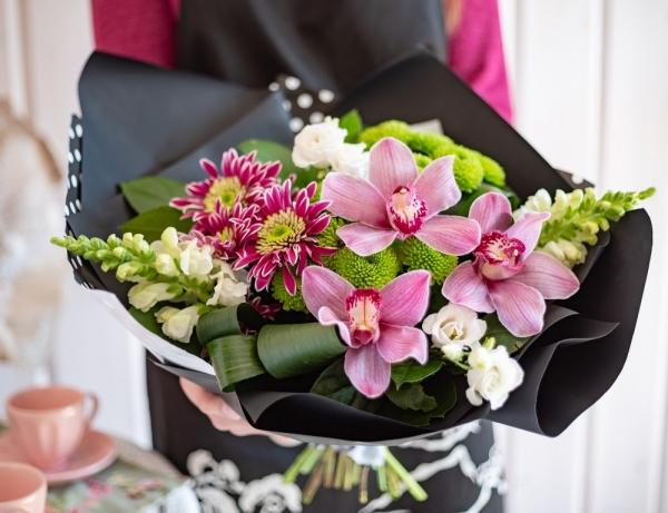 Букет из орхидей и хризантемы #6