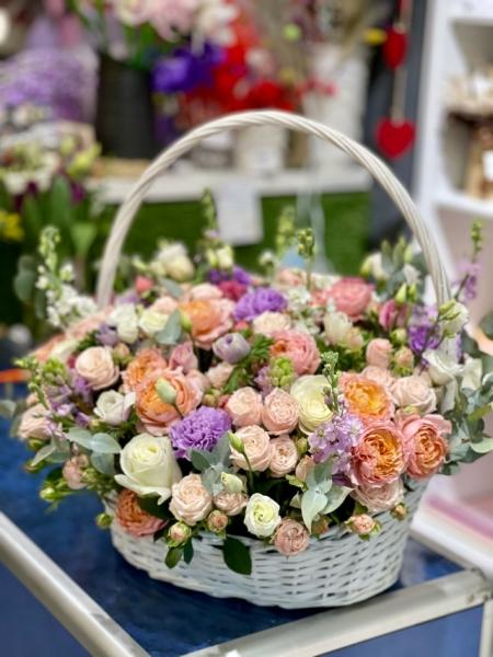 Корзина с пионовидными розами XL